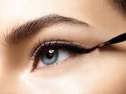 apply a cat eye for your eye shape