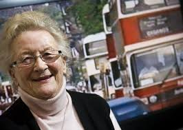 Edinburgh's first female bus driver, Myra Wright, dies at 86 ...