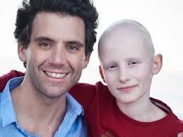 Mika : son engagement auprès des enfants malades | PARENTS.fr