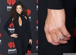 Idina Menzel Debuts Engagement Ring From Fiance Aaron Lohr at ...