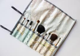 simple diy makeup brush holders