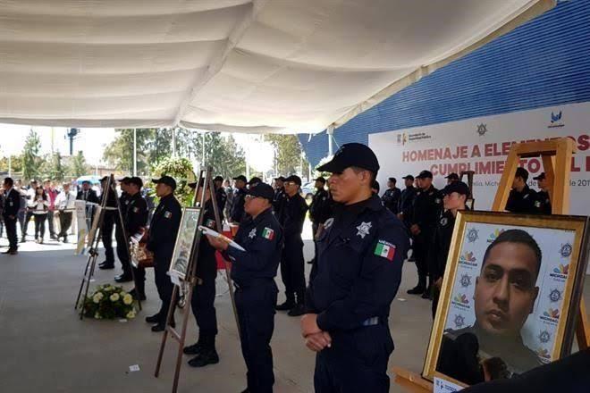 Resultado de imagen para rinden homenaje a 13 policias caidos en michoacan