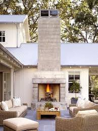 outdoor fireplace sitting area