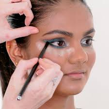 learn how to apply makeup at home
