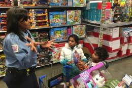 D.C. police turn into holiday helpers for local children | WTOP