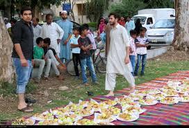 عکس/ پذیرایی از روزه داران بی بضاعت در اسلام آباد