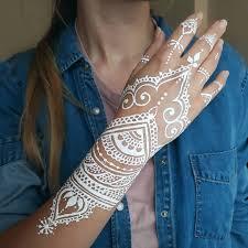 Bialy Tatuaz Najmodniejsze Tatuaze Koronkowe Z Henny Wp Kobieta