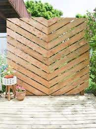 From Uber Ambitious To Super Simple Privacy Fences Screens You Can Make Yourself Outdoor Privacy Diy Outdoor Furniture Backyard Privacy