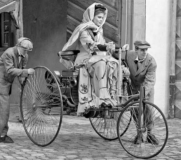 Sebelum Ada SPBU, Beli Bahan Bakar Mobil Bisa di Apotek