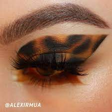 print eye makeup cat eye makeup
