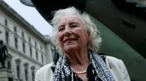 Vera Lynn, World War II 'We'll Meet Again' singer, dies at 103