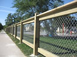 Country Style Chain Link On Wood Jpg 640 480 Pixels Privacy Fence Designs Fence Design Fence Decor
