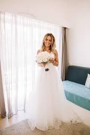 A Beautifully Minimalist Wedding   weddingsonline