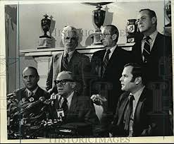 Amazon.com: Historic Images -1975 Press Photo Mayor Abraham Beame Leads  Press Conference in New York City: Photographs