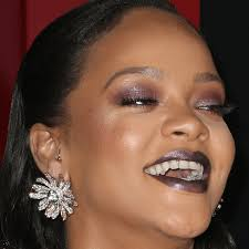 new non makeup pic of rihanna leaks