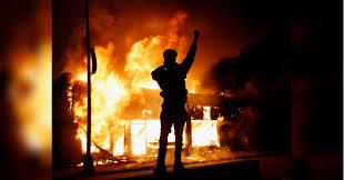 Массовые беспорядки охватили США - в крупных городах ввели комендантский час