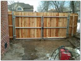 50 Classic Wooden Gates Will Make Your Home Look Great The Urban Interior Wood Fence Gates Wooden Fence Panels Wood Fence