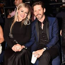 Why Kelly Clarkson's Inner Circle Is ...