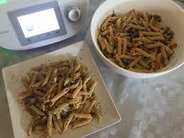 pasta integral con verduras salteadas