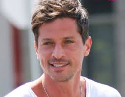 Simon Rex « Celebrity Age   Weight   Height   Net Worth   Dating   Facts