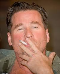Val Kilmer aan het roken