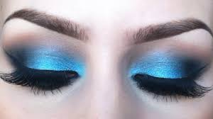 how to do makeup with blue eyeshadow