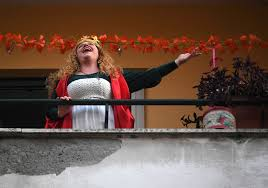Italians sing out from balconies during ...