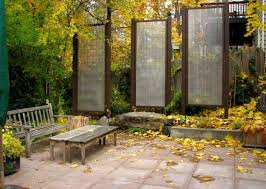 How To Customize Your Outdoor Areas With Privacy Screens
