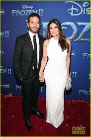 Idina Menzel & Husband Aaron Lohr Make Rare Red Carpet Appearance ...