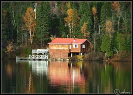 maison au bord du lac a photo from