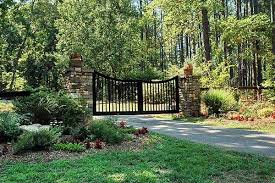 Charming Country Home Driveways Natural Driveway Landscaping Ideas Driveway Entrance Landscaping Driveway Landscaping Farm Entrance