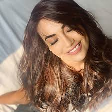 surbhi jyoti s makeup is so on point