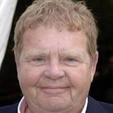 Geoffrey Hughes - Bio, Age, height, Wiki, Facts and Family