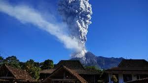 beredar video pendaki merekam detik awal erupsi freatik gunung