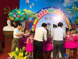 Sao Việt trao quà cho trẻ em khó khăn ngày Quốc tế thiếu nhi