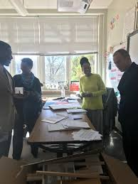 "Tekeshia Hollis on Twitter: ""@ronclarkacademy visiting with  @APSGradyKnights engineering classes. Collaboration is 🔑 to maximizing  potential in ALL students. @tannerteaches @BetsyBockman1 @BetsyBockman1  @dan_a_sims… https://t.co/ej03MH2nFb"""