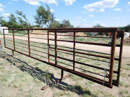 24 Free Standing Corral W 8 Gate 2 7 8 Pipe Sucker Rod Heavy Construction Equipment Construction Materials Fencing Gates Posts Auctions Online Proxibid