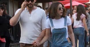 Austin Nichols et sa compagne Chloe Bennet sont allés faire du ...