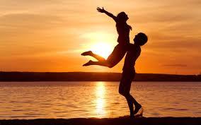 صور عشاق البحر اروع الصور الرومانسيه على البحر رسائل حب