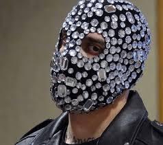 Chi è Junior Cally: tutto sul rapper mascherato
