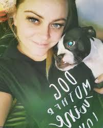 صور بنات كيوت مع الكلاب