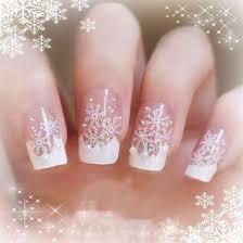 Очень красиво выглядят снежинки, сделанные из блесток. Золотые или ...