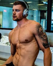 Adam Peaty MBE - Zoning in with my @bose QC35's 🙌🏼 Off to... | Facebook
