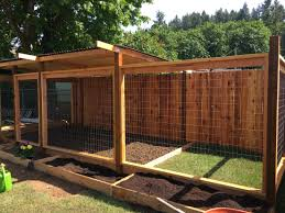 Dog Run But Build On Side Of The House So Dog Can Go In And Out As It Pleases Maybe Put A Doghouse On A Deck T Backyard Dog Area Diy