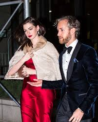 Anne Hathaway With Adam Shulman for a B'day Celebration Dinner, New York  11/12/ 2016