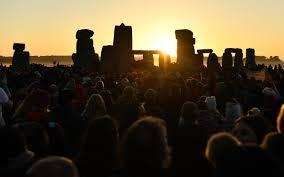 Solstizio d'estate a Stonehenge, la spettacolare alba tra i ...
