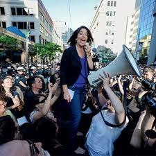 Un presidente con un cinturón de rayos láser - Clarín