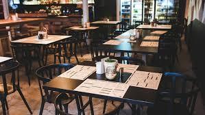 Bares y restaurantes podrán atender hasta las 23 con delivery