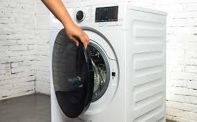 Trên tay máy giặt lồng ngang Beko với công nghệ giặt hơi nước ...