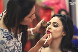 how to select the makeup artist for